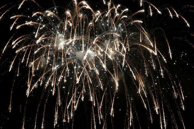 800px-Fireworks_4