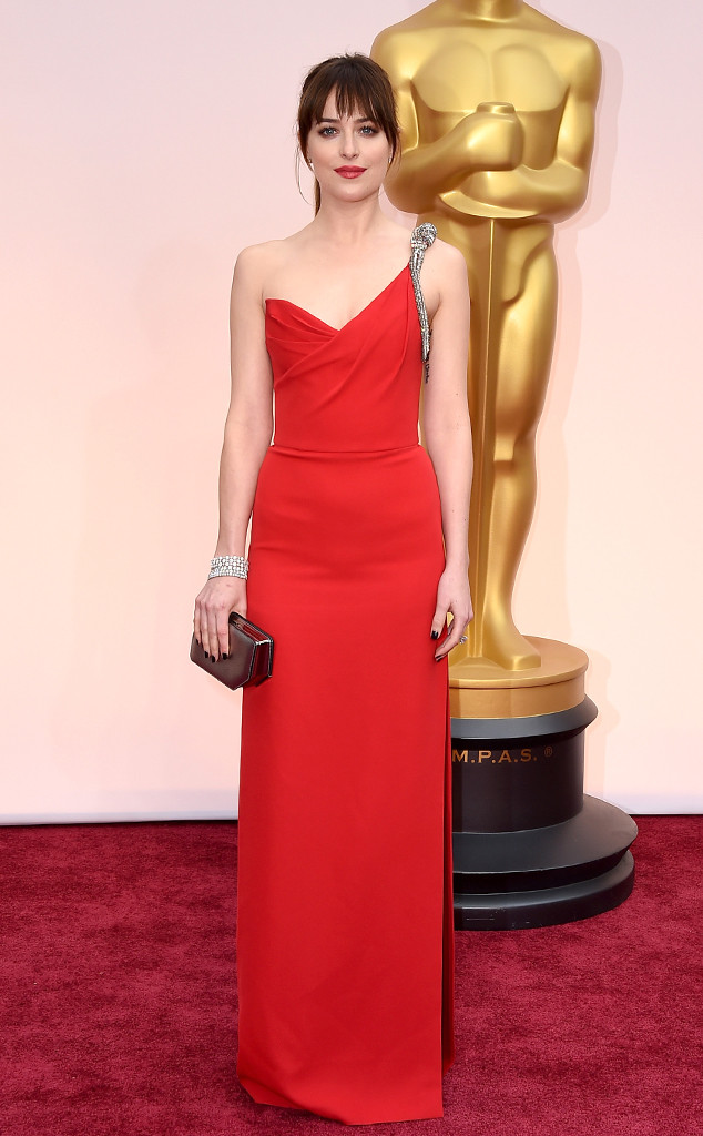 rs_634x1024-150222161727-634.Dakota-Johnson-Oscars-red-Dress.jl.022215